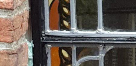 Glas-in-lood in stalen ramen en kozijnen